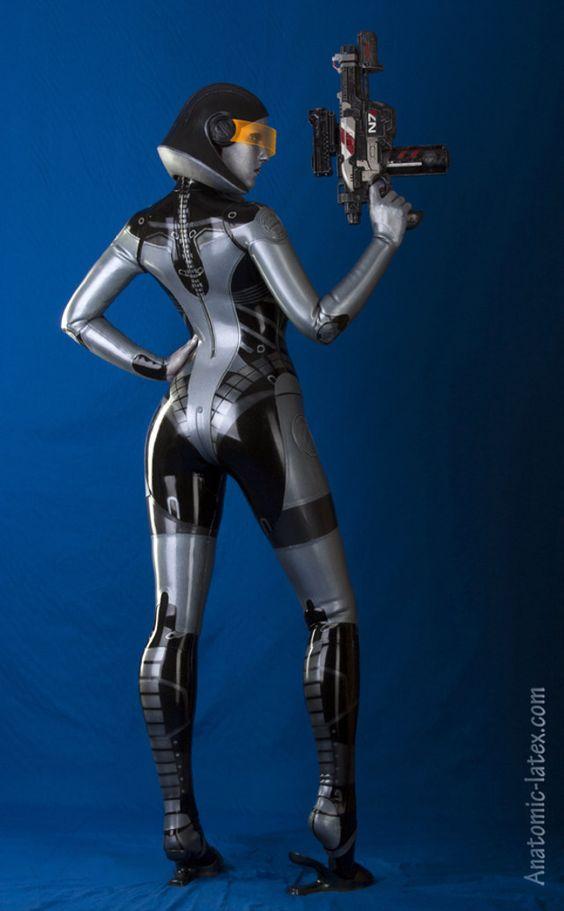 geeksngamers:  #MassEffect EDI Cosplay - by Anatomic-Latex:
