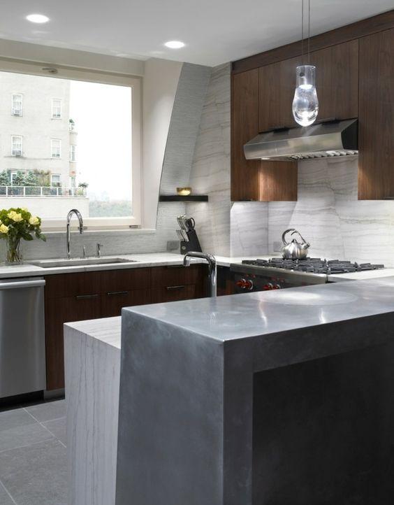 cuisine avec armoires en bois pilot en bton et crdence daspect marbre - Credence Cuisine Marbre