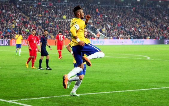 FOTOS: liderados por Neymar y Willian, Selección thrash Turquía - fotos de fútbol