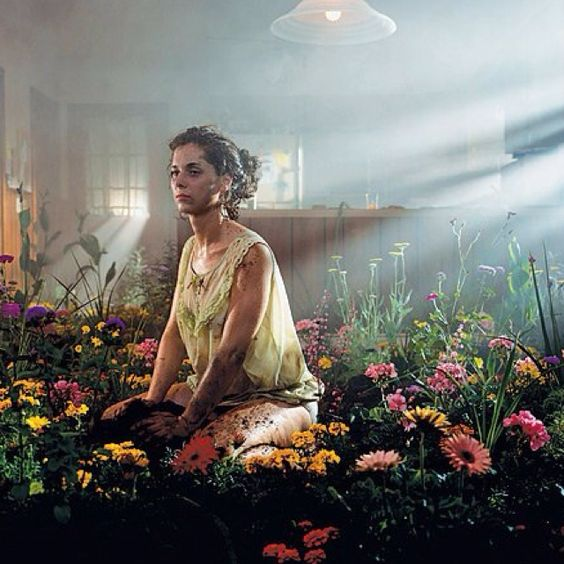 FOR DEATH SCENE Contemporary Photographer Gregory Crewdson - Backlighting