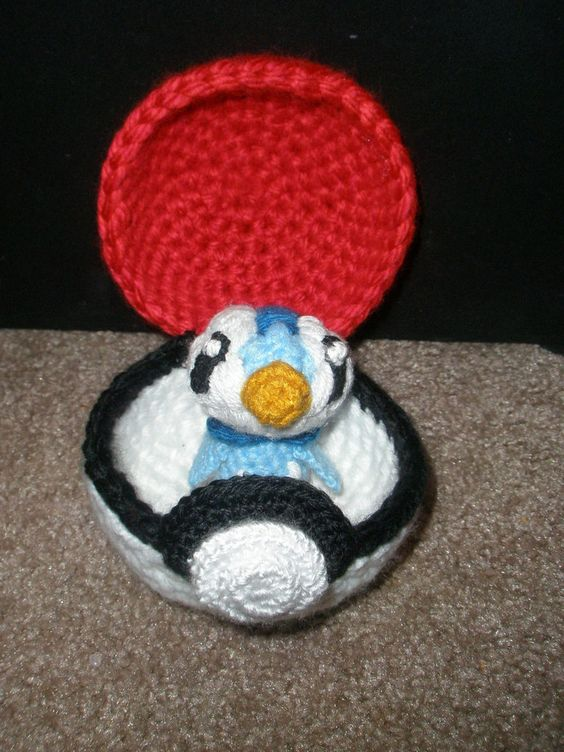 Functional Pokeball with Piplup! Amigurumi (crochet ...