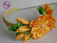 This beautiful Headband is made of ribbon , flowers are made using kanzashi…