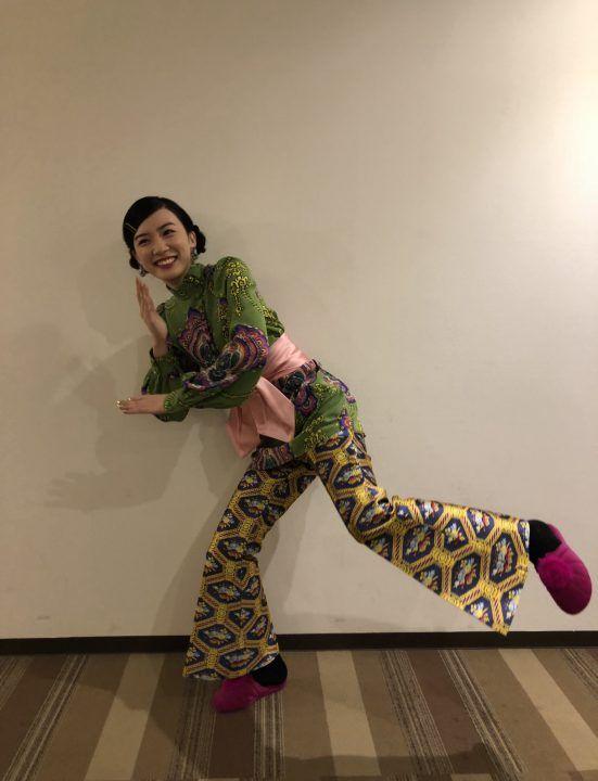 派手な服装の永野芽郁さん