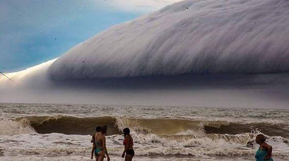 Shelf cloud seen last month near Santa-Teresita, Buenos Aires  Photo credit by Esteban Romero: