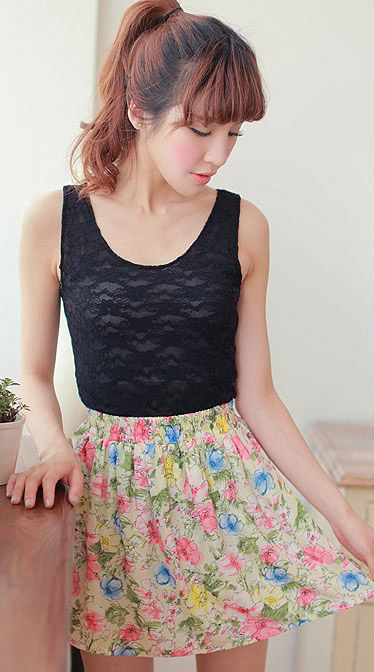 Daisy Print Pleated Mini Skirt