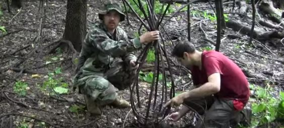 [VIDEO] Learn How To Make This Primitive Trap To Catch Fish - Die Hard Survivor