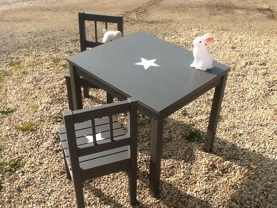 Ensemble table et 2 chaises enfant en bois patin gris for Table et chaise en pin