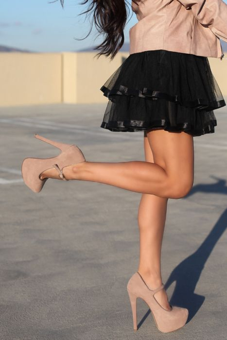 I love this look, but I honestly think I would seriously injure myself in those heels.