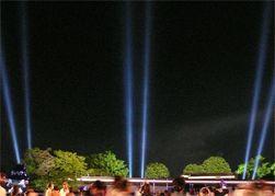 「サーチライト 遊園地」の画像検索結果