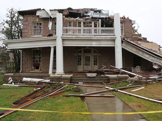 Brett Favre's House in Mississippi | Brett Favre talks of surviving tornado in Mississippi