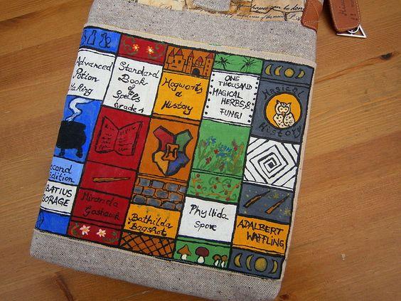 Harry Potter inspirierte handbemalte Tasche, Schulbücher, Buchtasche, handgearbeitet, Unikat von UlrikesSmaating auf Etsy