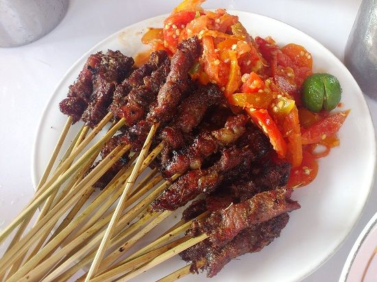 Sajian Sate Daging Merupakan Salah Satu Hidangan Yang Cukup Popular Di Tanah Air Hidangan Ini Merupakan Sajian Yan Daging Sapi Resep Daging Sapi Resep Masakan