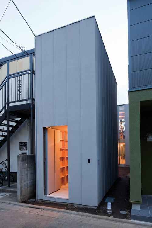 Mount Fuji Architects Studio - Near house, Tokyo 2010. The narrow lot is divided into two small buildings that share a central outdoor space to allow light into the volumes. Via, photos (C) Shigeo Ogawa.