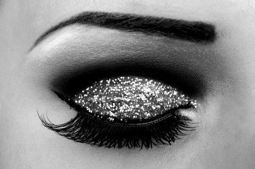 Sparkles on sparkles: Makeup Nails, Eye Makeup, Eye Shadows, Glitter Eyeshadow, Hair Makeup, Eyemakeup, Newyear, Glittery Eye, Makeup Idea
