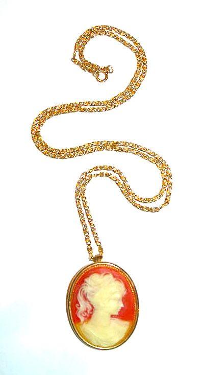 $40 - Vintage cameo locket necklace/pin