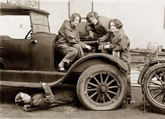 Girl Automobie Mechanics 1927.