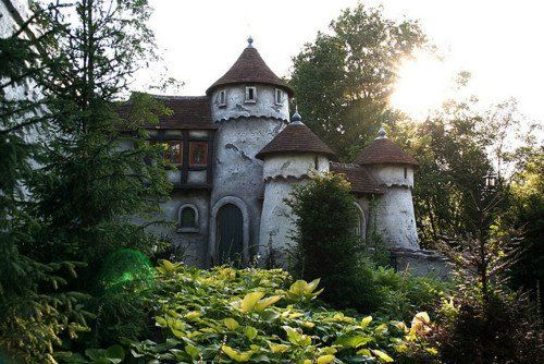 Wild beauty love the turrets like a small castle in for Small houses that look like castles