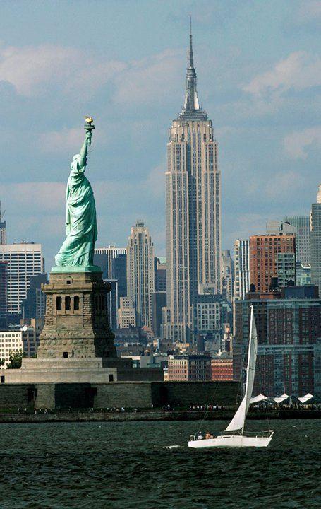 La Estatua de la Libertad, fue un regalo de los franceses a Estados Unidos para conmemorar el centenario de la declaración de Independencia de dicho país. #NuevaYork  #OjalaEstuvierasAqui #BestDay