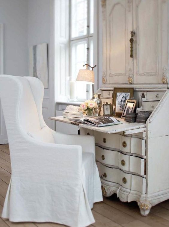 wonderful white linen slipcover: