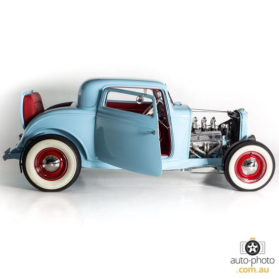 1932_Ford_Three_Window_Coupe_5.jpg