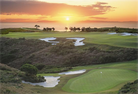 Make the most of summer's final weeks by catching a stunning sunset from our 36 oceanview holes. Before school begins, bring your junior golfer (ages 8-17) to Pelican Hill for a complimentary evening round with a full-paid adult evening round, exclusively for same-day tee time bookings. #golf #sunset #pelicanhill #localswelcome: