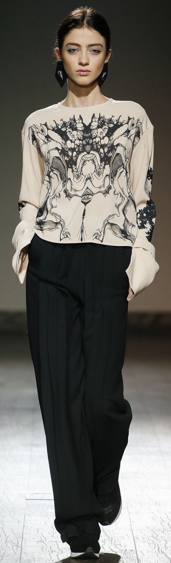 Eloshi 2016 ~ a similarity of print to Valentino. Love the fluidity of the top & pants & then the little toggle on the shoe.