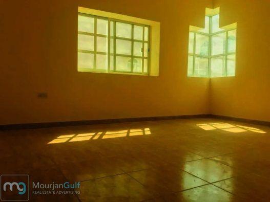 للإيجار فيلا مدخل خاص في مدينة خليفة أ موقع ممتاز قريب من السوق الفيلا مكونة من 7 غرف غرفة طابق أرضي 4 غرف طابق أول 2 غرفة طابق ثاني عدد الحمامات 7 ويوجد بانيو