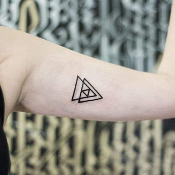 #tattoo #inked #triangle #geometry #sacredgeometry #hipster #hipstertattoo #fractal #minimal #minimaltattoo