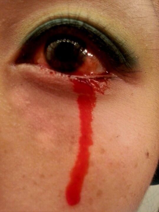 """Does my eye look infected? "" lol Eye blood #specialfx #fx #kryolan"