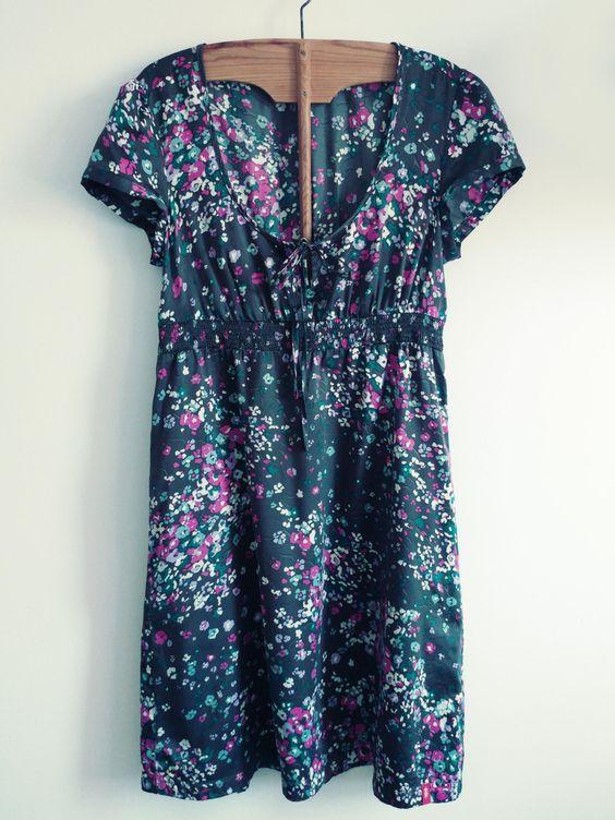 Vestido campero flores. Vestido gris manga corta estampado floral. de…