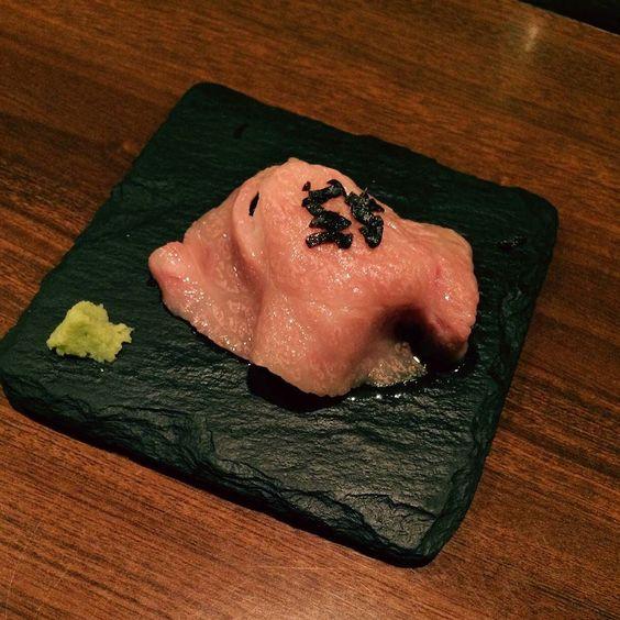 黒毛和牛の炙り寿司  #うまい #A5ランク #うまい #わさびが合う #とにかくうまい by tsunakoh
