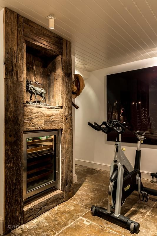 Built in Display cabinet: factory or barn wood recycled lumber. SHOOTFACTORY: London houses / Ravenscourt, LondonW6
