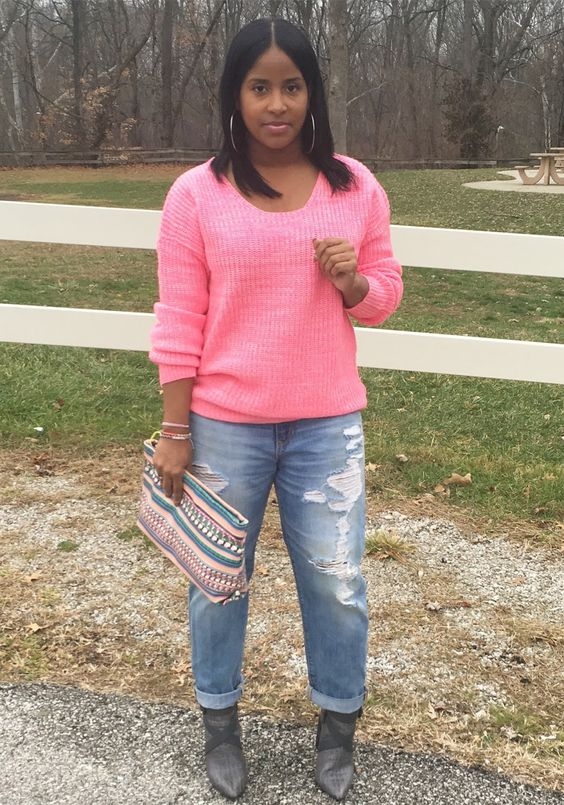 Happy Wednesday loves! I've been in acomfy sweater and jeans type of mood. Yes, pink is my favorite color. When wearing Pink, I'musua...