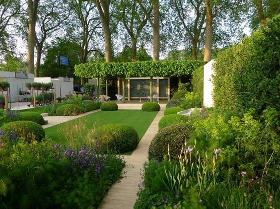 Scampoli di fiori selvatici per ottimizzare le risorse idriche. Il fiorentino Tommaso del Buono, premiato al Chelsea Flower Show, progetta gli spazi verdi dei vip di Londra