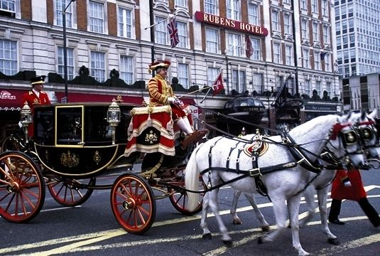 Traditional English luxury close to Buckingham Palace with full English breakfast and optional afternoon tea