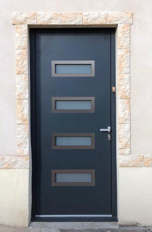 Pose Porte D Entree Alu 69230 St Genis Laval En Thermo Phonique Dans Villa Porte D Entree Porte Entree Alu Fenetre Pvc Et Triple Vitrage