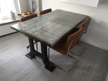 Tafel hout epoxy staal onderstel staal tafel for Tafel van steenschotten