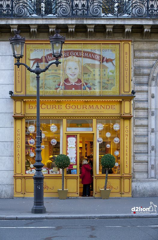 La Cure Gourmande sells cookies, candy and chocolate - Boulevard de l'Opéra, Paris, France