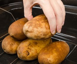How to Bake Potatoes in a Roaster Oven | eHow