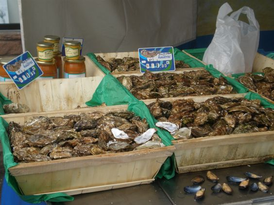 Oysters for breakfast or lunch? Shopping in the market in Espalion before setting off for the day.
