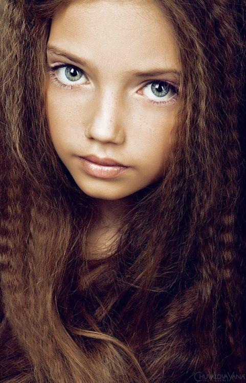 Como describir una hermosa cara joven, perfecta, y esos ojos?