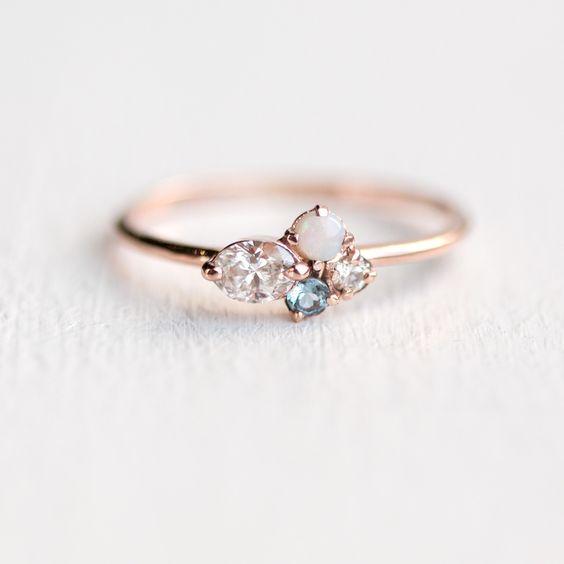 Мини клъстерен пръстен - овален лунен камък с аквамарин и опаен мини клъстер от Мелани Кейси