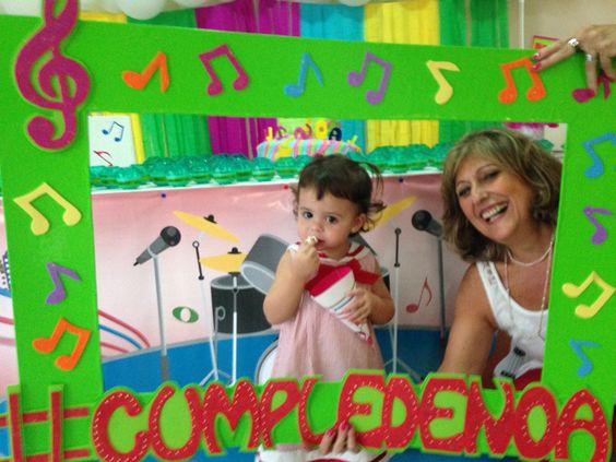 Musicals and fiestas on pinterest - Decoracion de marcos para fotos ...