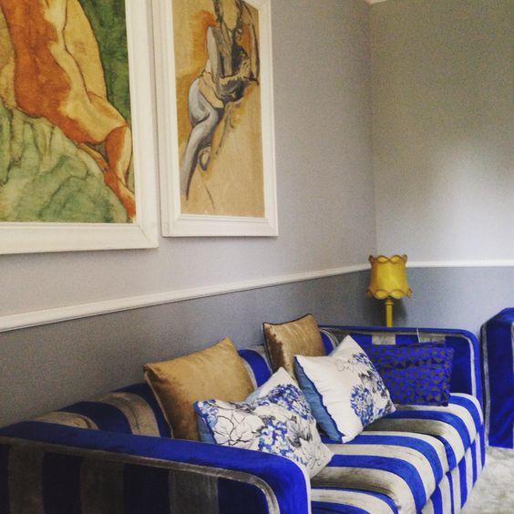 Divano rivestito con tessuto di velluto Designer Guild , cuscini designer guild, lampada semplicemente vintage! Mita passerini Interior designer