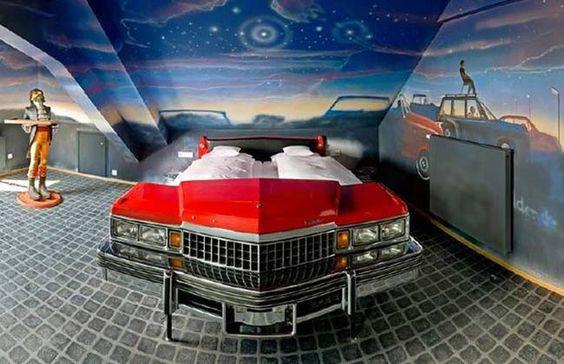 8. Cama hecha de un Cadillac