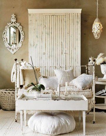 White garderobe