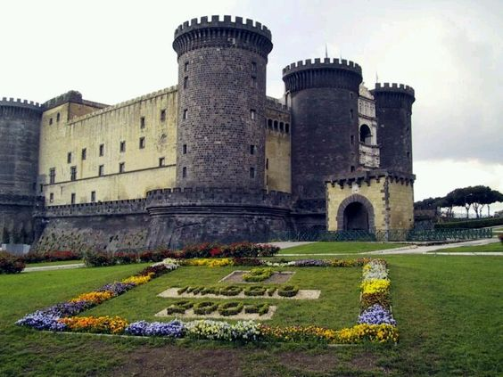 Napoli this is a beautiful castle full of art