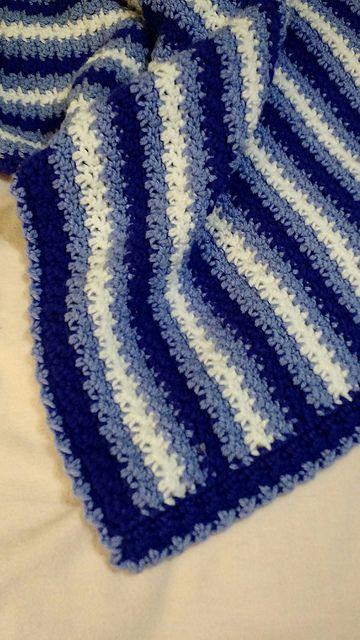 """Това одеяло е невероятно прост модел, който произвежда много красива, текстурирани покритие, което изглежда като сте направили нещо много по-сложно!  Това е фантастично """"безсмислено плетене на една кука"""" модел, който да работи по - много медитативна след като се случва ... .no трябва да се мисли !:"""