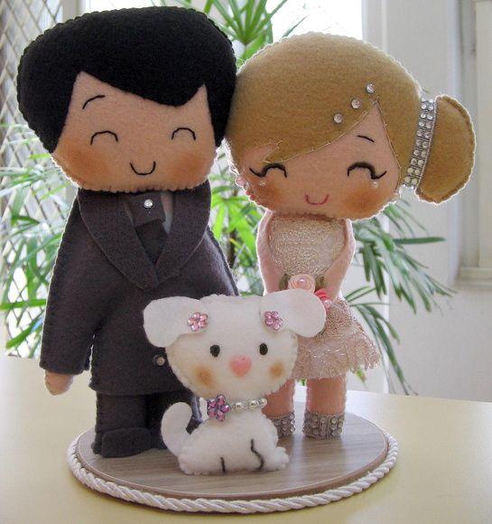 TOpo de bolo noivinhos com animais de estimação. Personalizado à critério do cliente. *valor refere-se a um casal + 1 animal. p/ mais animais, consulte. R$ 76,50