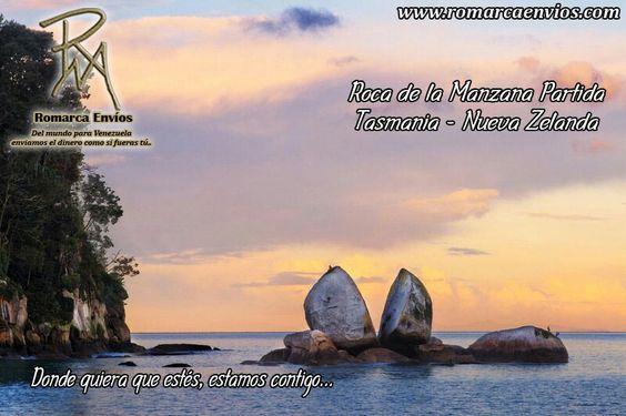 Roca de la Manzana Partida, Nueva Zelanda, Situado en las aguas turquesa del mar de Tasmania en el Parque Nacional Abel Tasman en la Isla Sur de Nueva Zelanda, se encuentra la formación rocosa única conocida como La Roca de la Manzana Partida o Split Apple Rock. Hecho de granito, tiene la forma de una manzana que ha sido cortado por la mitad.
